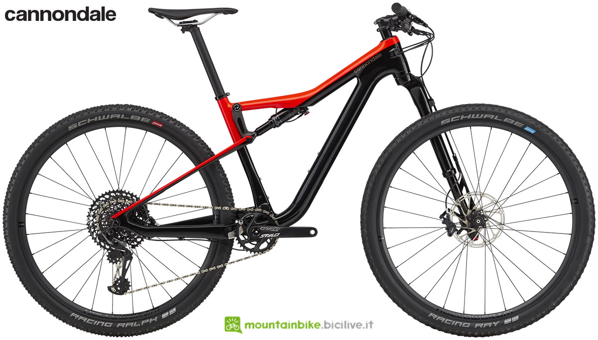 Una mountain bike full suspended Cannondale Scalpel Si Carbon 3 gamma 2020