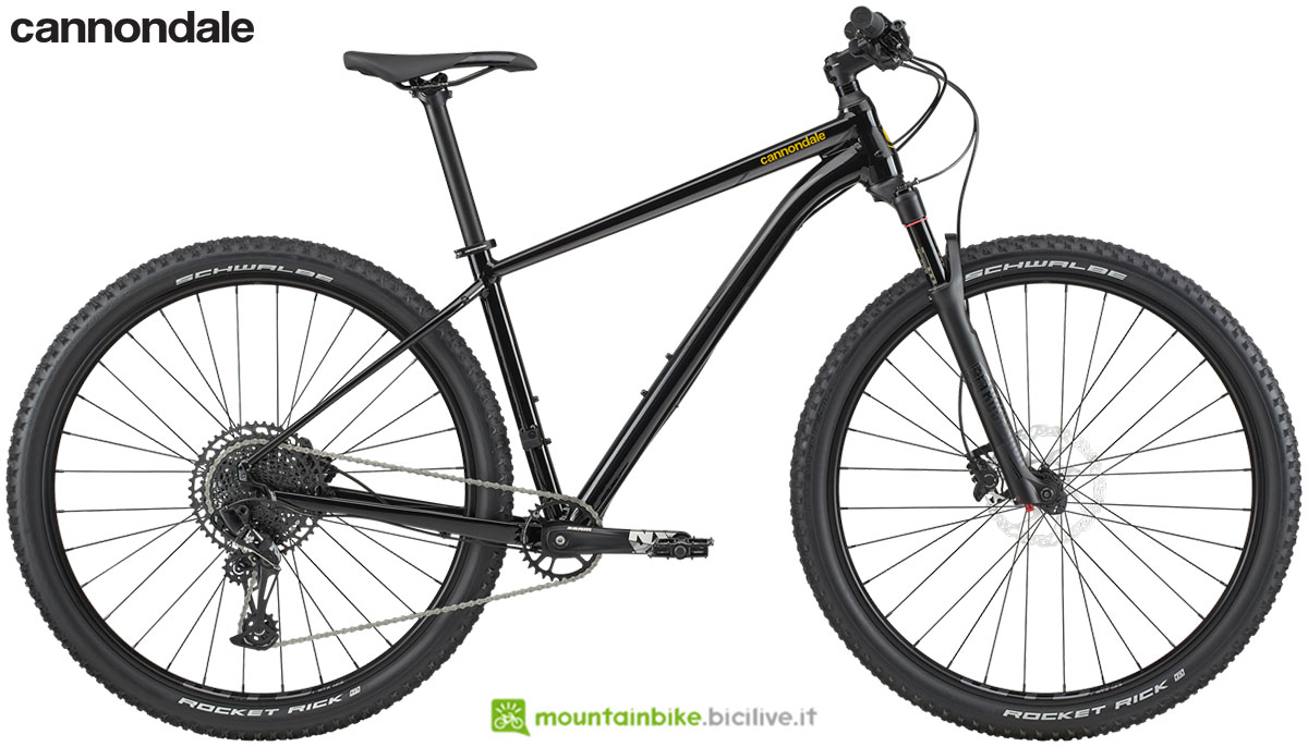 Una mountain bike front suspended Cannondale Trail 1 2020