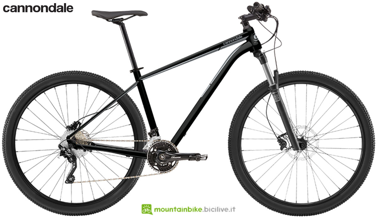 Una bicicletta hardtail Cannondale Trail 6 2020