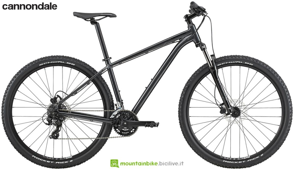 Una mountain bike Cannondale Trail 8 anno 2020