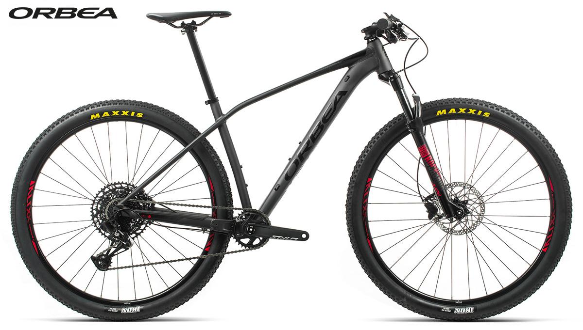 Una mountain bike front Orbea Alma H20 Eagle 2020
