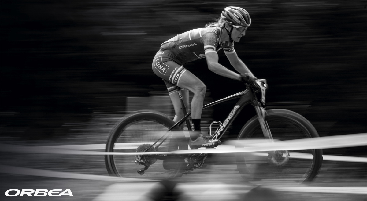 La pro rider Catharine Pendrel del Clif Pro team in gara su una mtb Orbea Alma