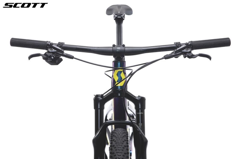 Dettaglio manubrio e vista frontale mountain bike SCOTT spark RC 900