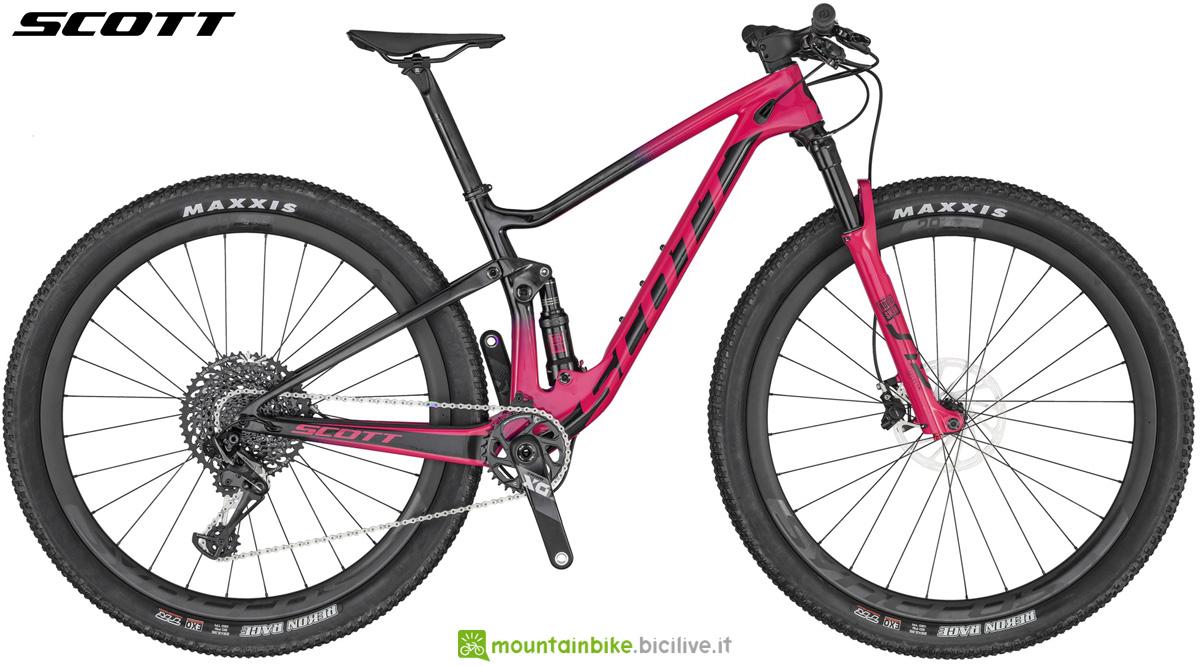 Una mountain bike biammortizzata da donna Scott Contessa Spark RC 900