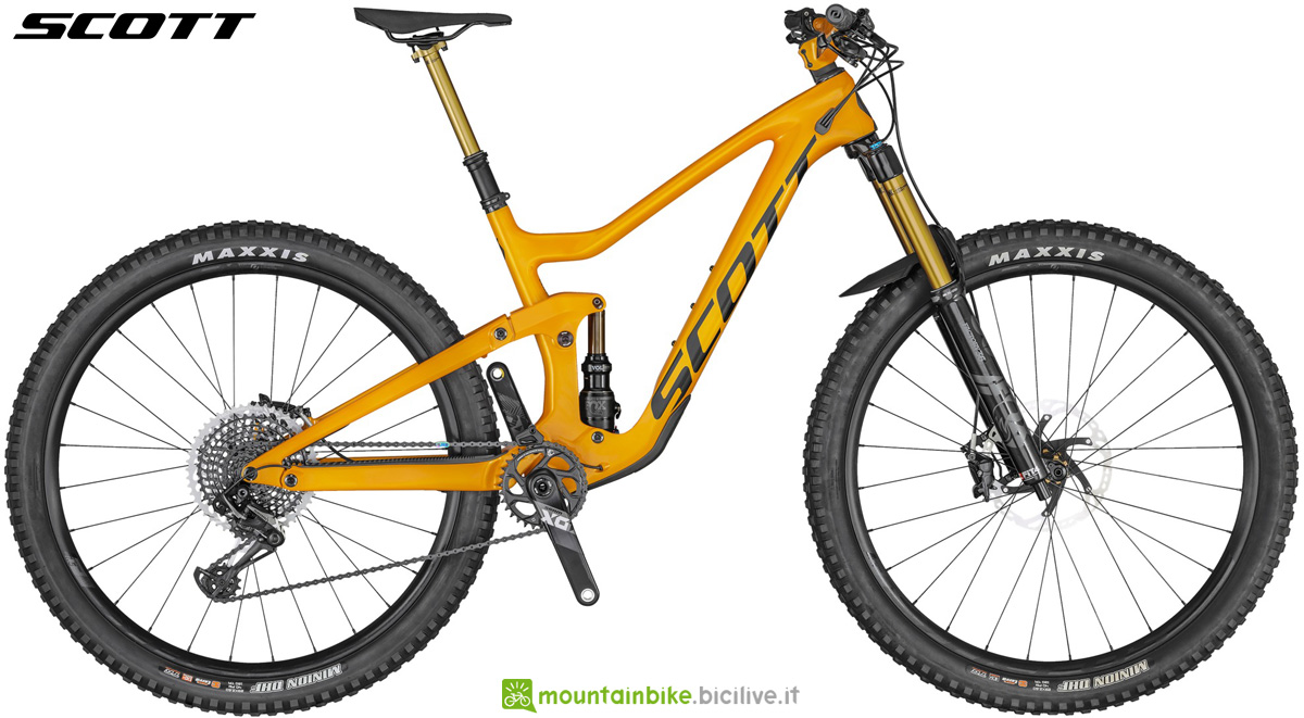 Una mountain bike da enduro full suspended Scott Ransom 900 Tuned