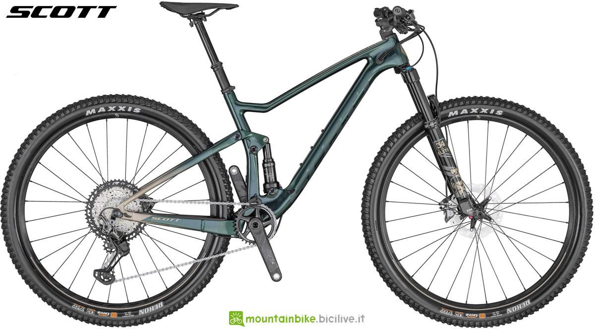 Una mountain bike da trail Scott Spark 900 gamma 2020
