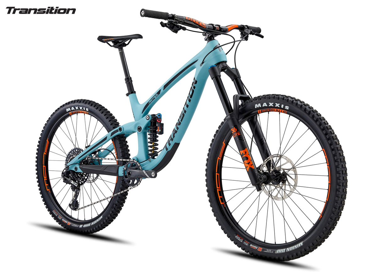 Una mountain bike full suspended Transition Patrol Carbon X01 2020