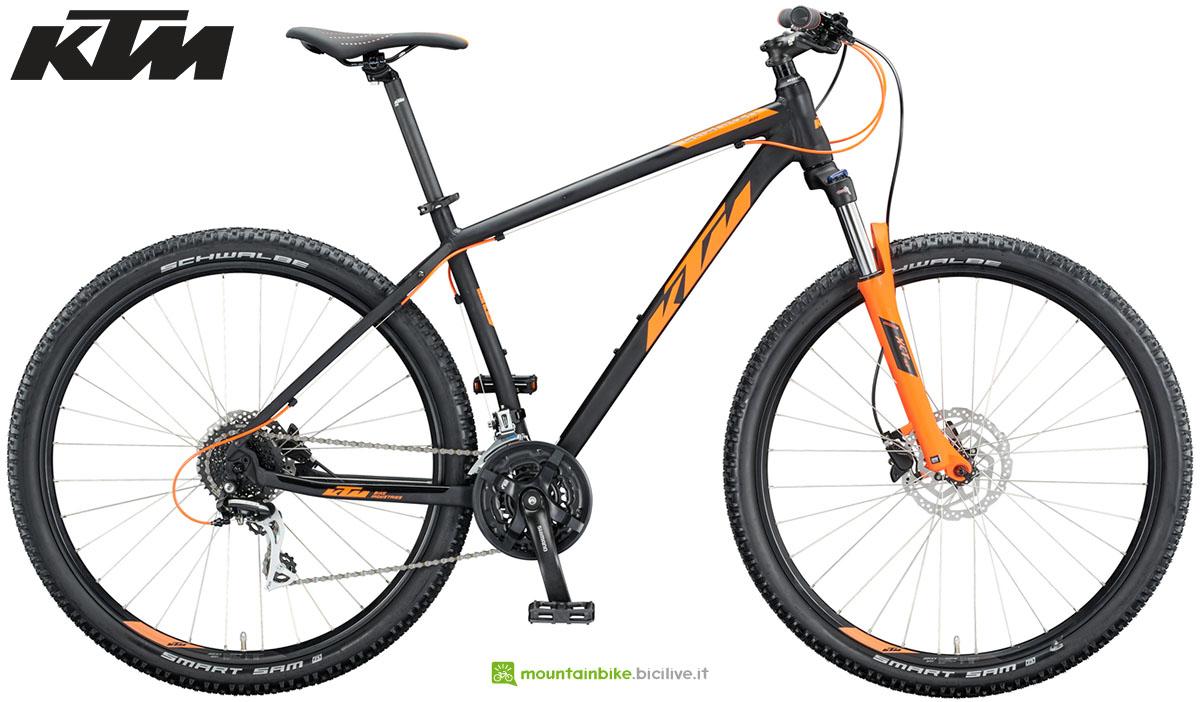 Una mountain bike KTM Chicago Disc 29 2020