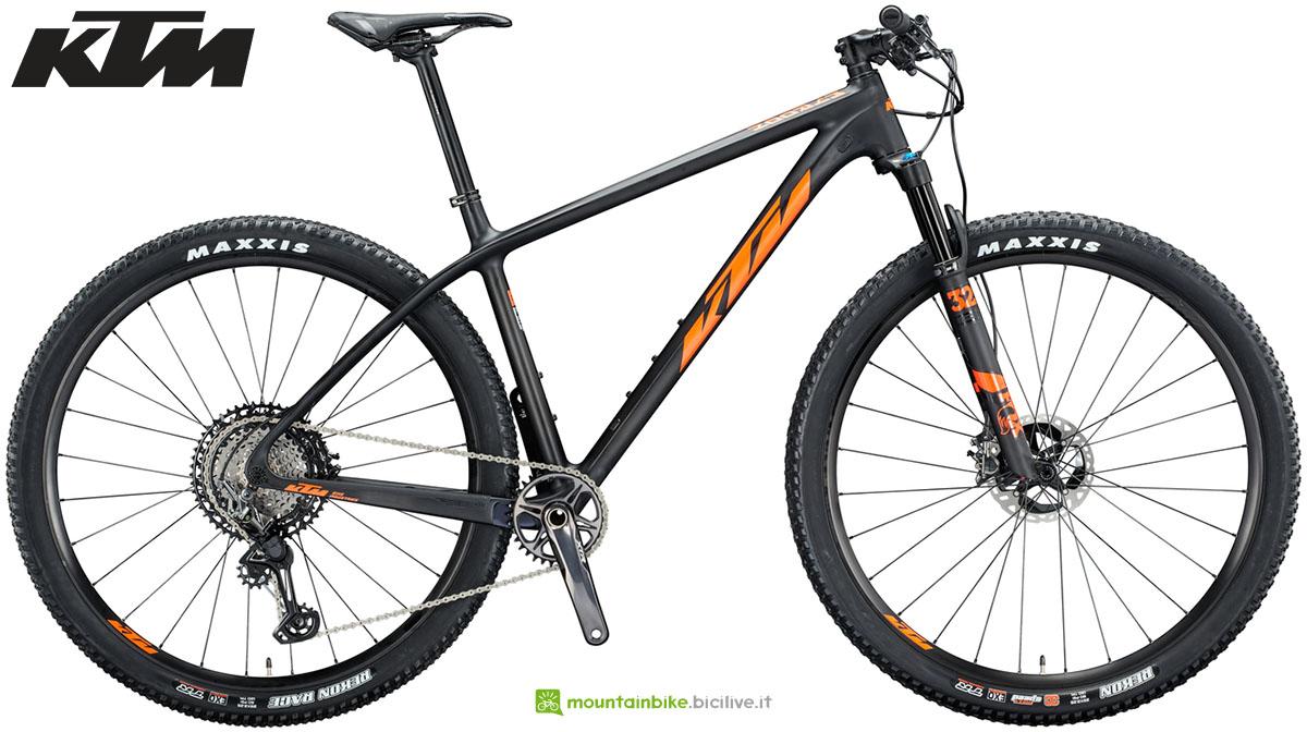 Una mountain bike KTM Myroon Prime Carbon 2020
