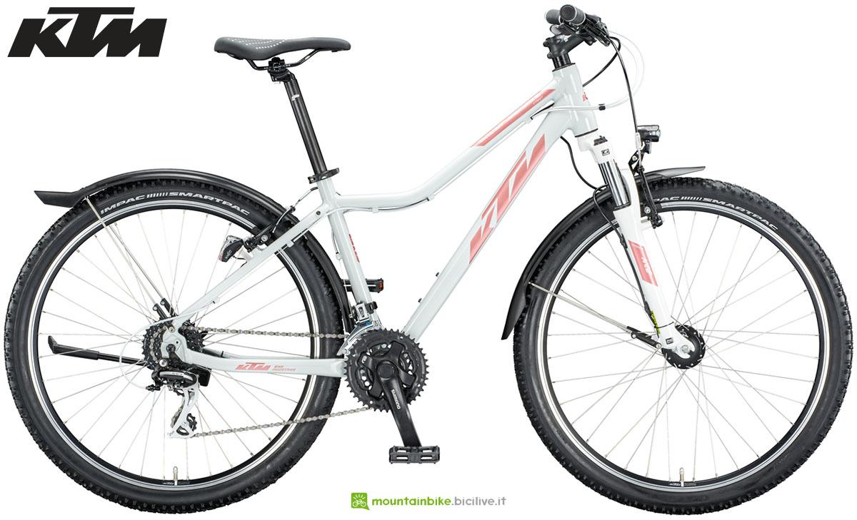 Una mountain bike KTM Penny Lane Street 27 2020