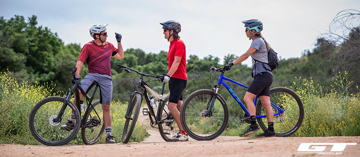 Un gruppo di rider con mountain bike GT anno 2020