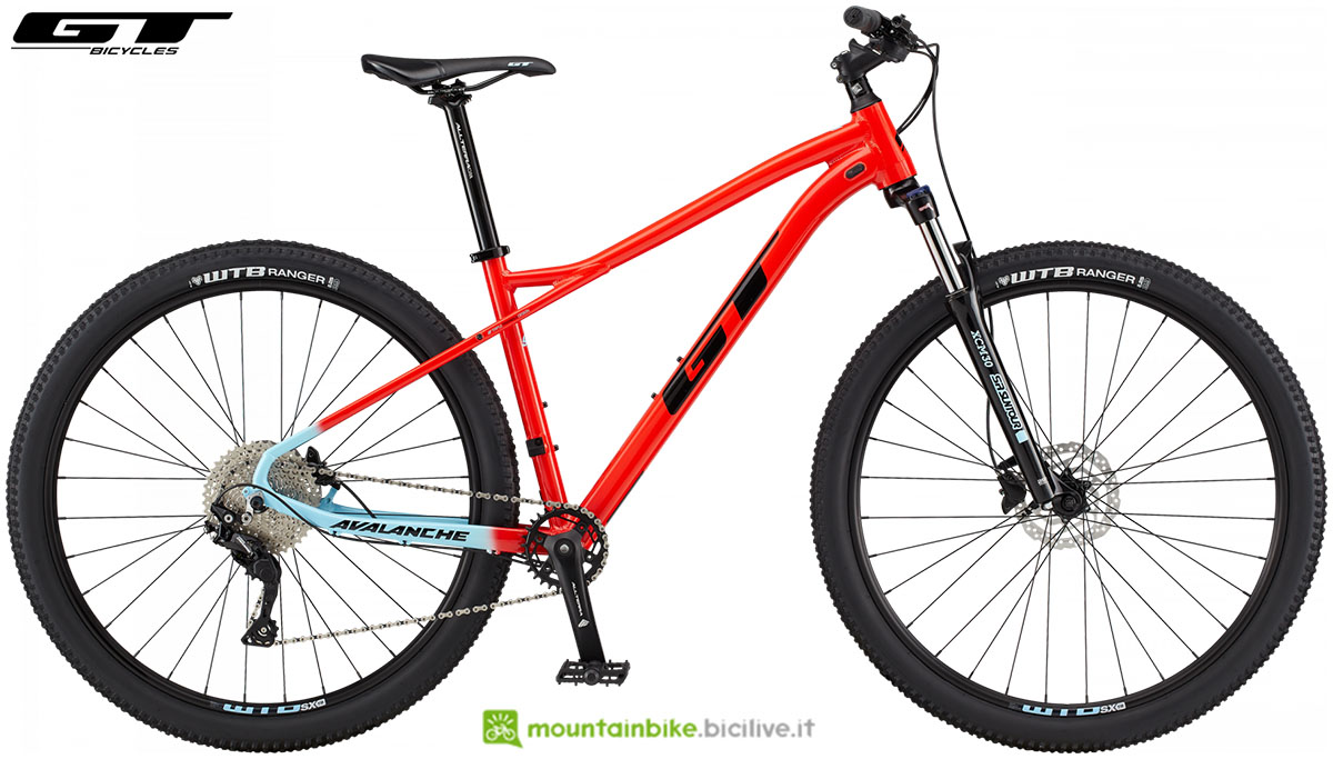 Una mtb hardtail GT Avalanche Comp