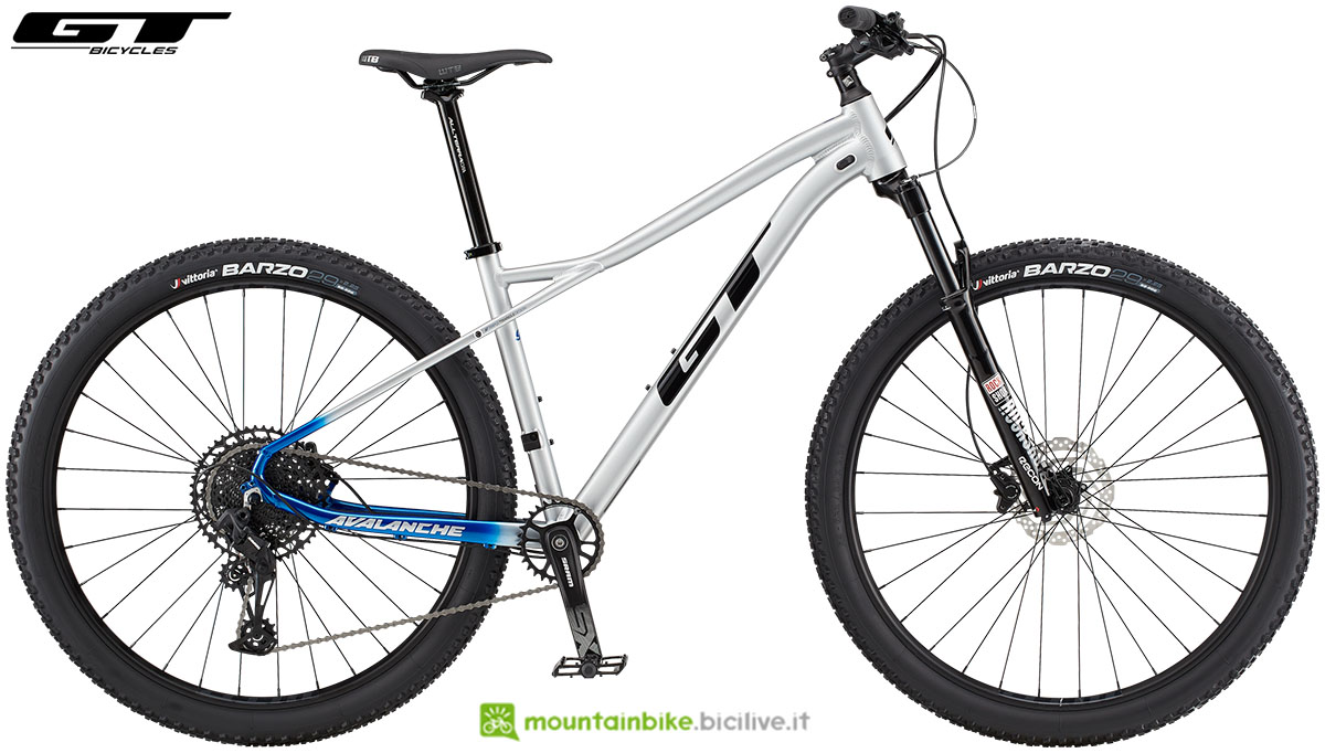 Una mountain bike front suspended GT Avalanche Expert gamma 2020