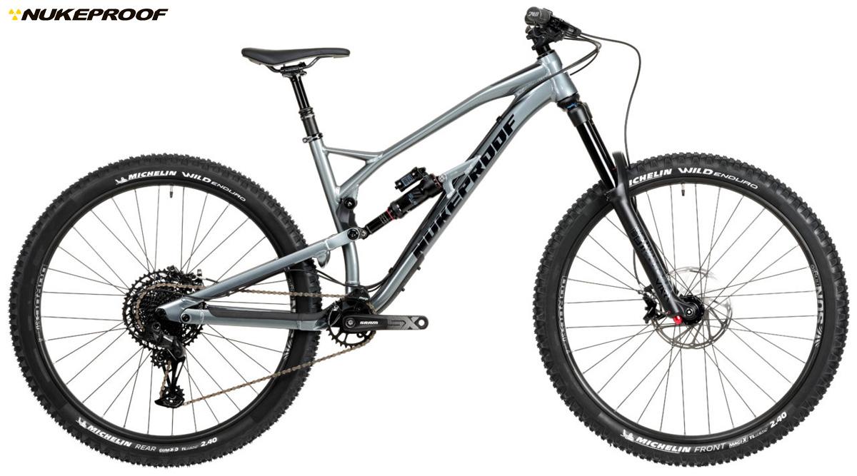 Una mountain bike biammortizzata Nukeproof Mega 290 Comp 2020