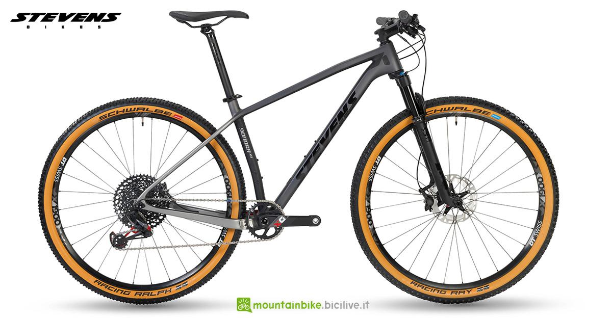 Una mountain bike hardtail Stevens Sonora X0 anno 2020