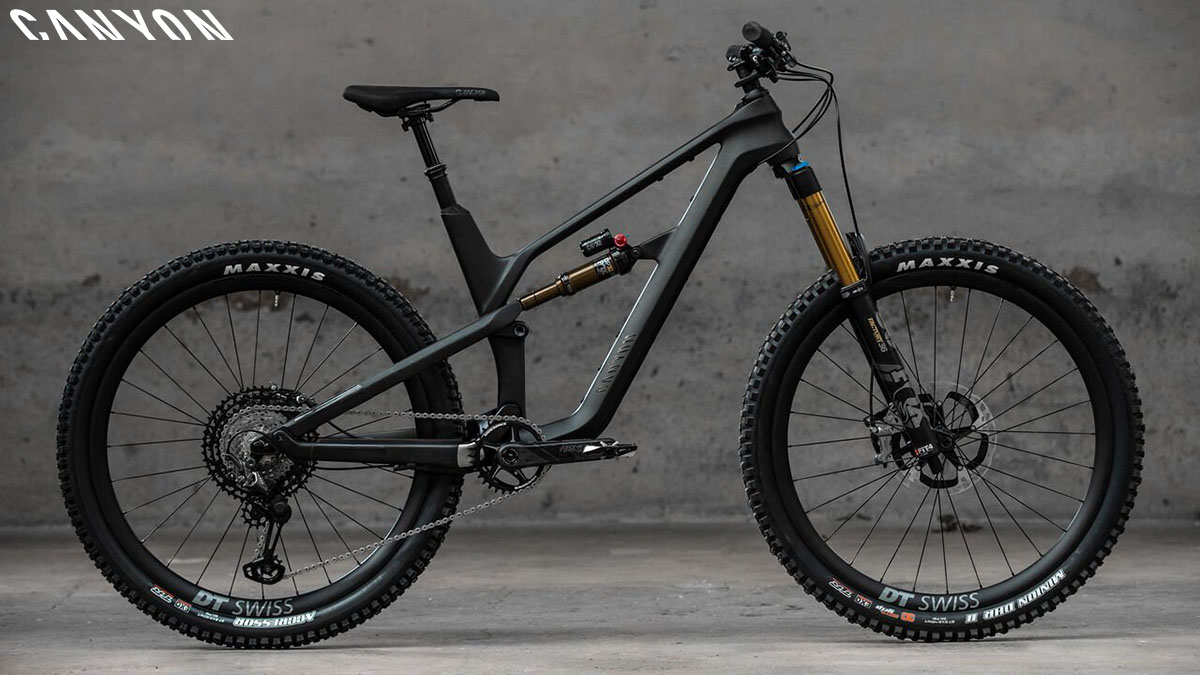 Una bici mtb Canyon Strive CFR 9.0 2020