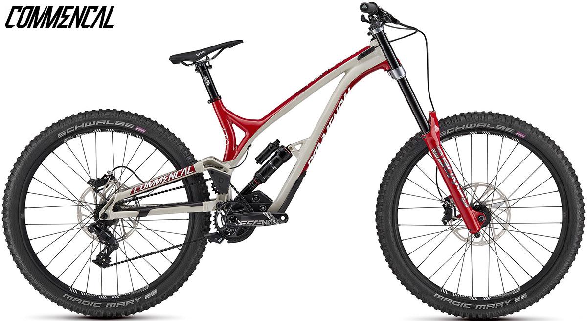 """Una bici Commencal Supreme DH 27"""" Team 2020"""