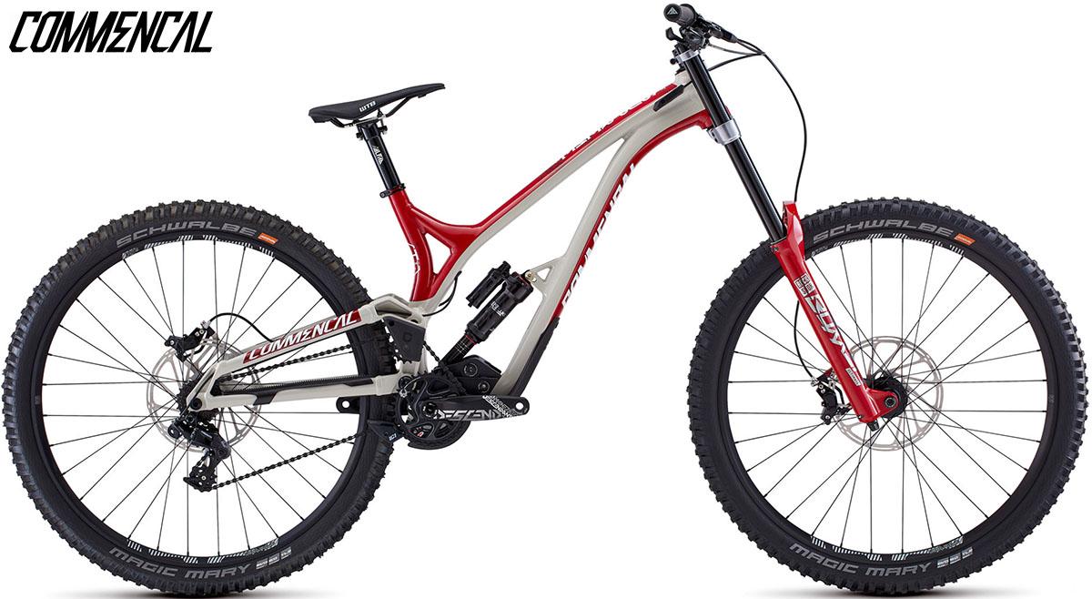 """Una bici Commencal Supreme DH 29"""" Team 2020"""