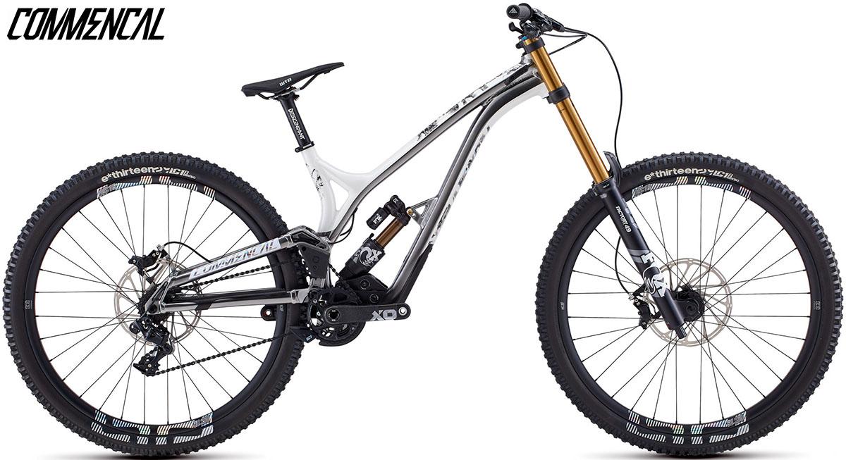"Una bici Commencal Supreme DH 29"" Worlds Edition 2020"