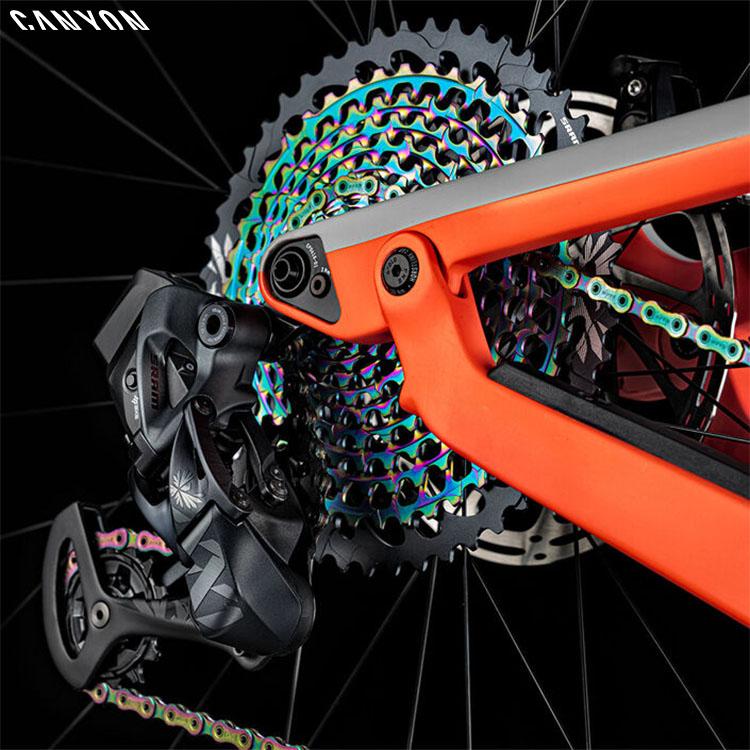 La bici mtb Canyon Strive CFR 9.0 LTD con integrato deragliatore posteriore SRAM XX1 Eagle 10/50 wireless AXS 2020