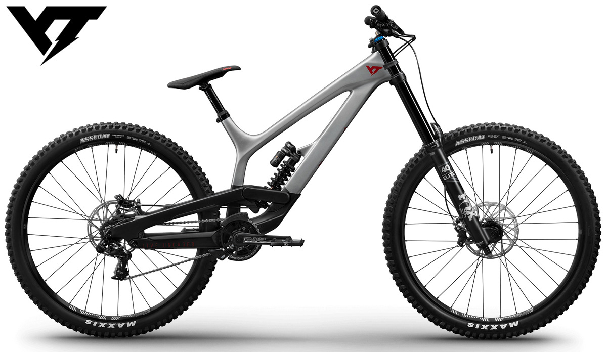 Una mountain bike full suspended YT Tues Pro 29 anno 2020