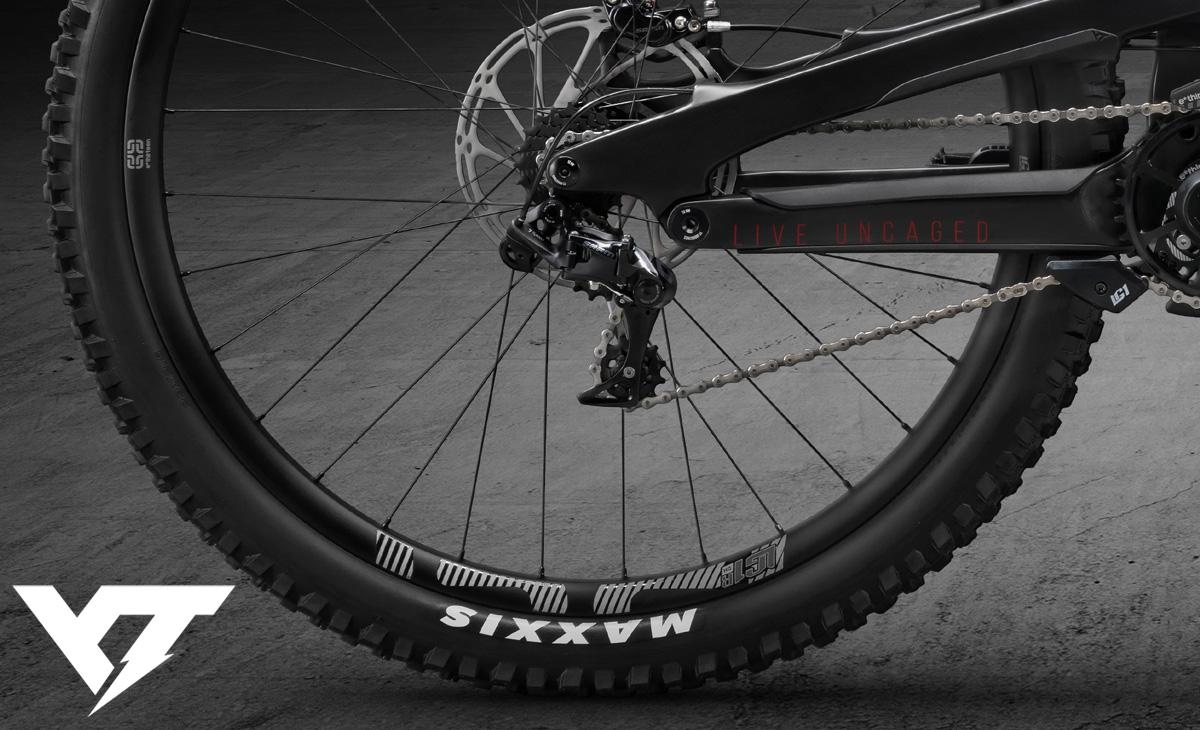 La parte posteriore della mountain bike gravity YT Tues Race Pro 29 anno 2020