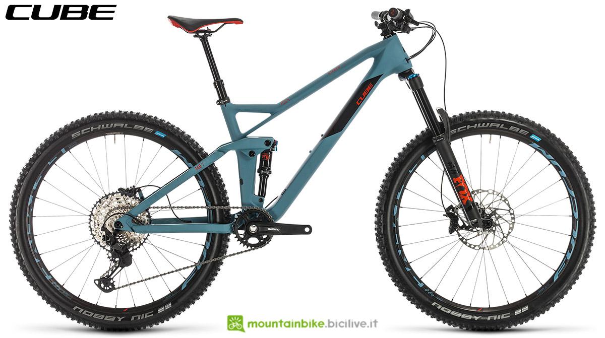 Una bici Cube Stereo 140 HPC Race 27.5 2020