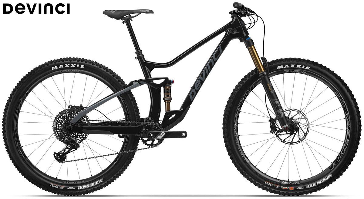 Una bici Devinci Django carbon 29 X01 Black Mystery 2020