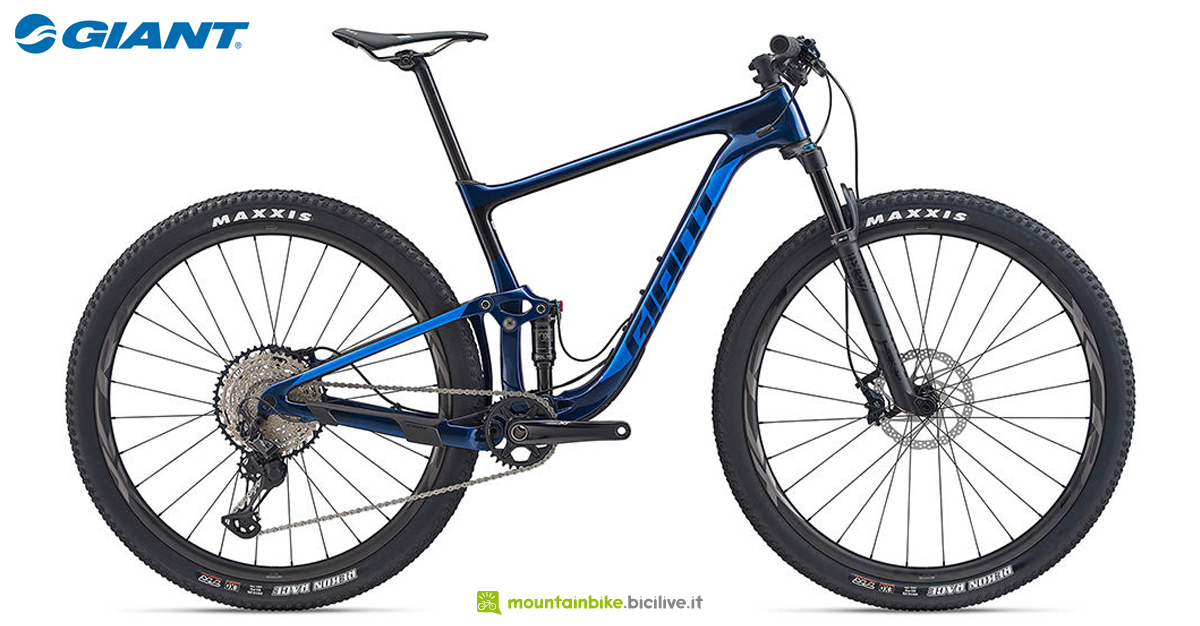 Una mountain bike biammortizzata Giant Anthem Advanced Pro 29 1 gamma 2020