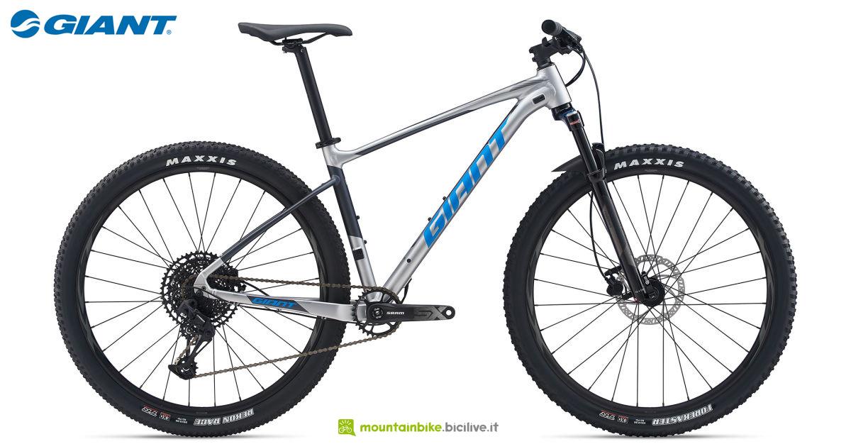 Una mountain bike front Giant Fathom 29 2 listino 2020