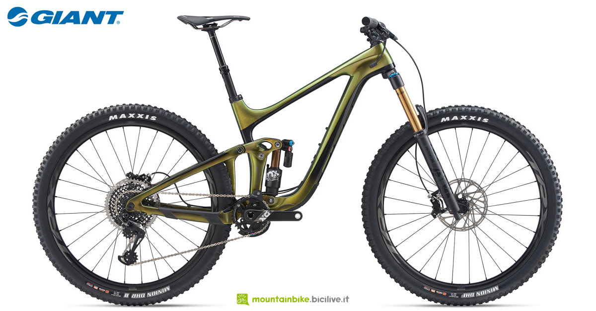 Una mountain bike full suspended Giant Reign Advanced Pro 29 0 anno 2020