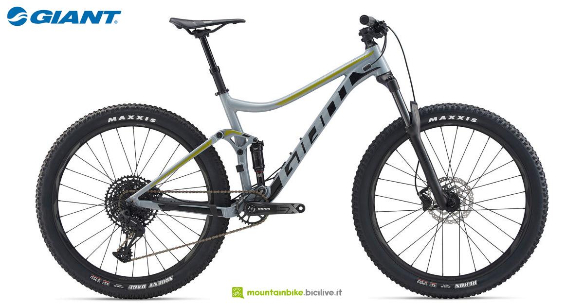 Una mountain bike Giant Stance 1 2020