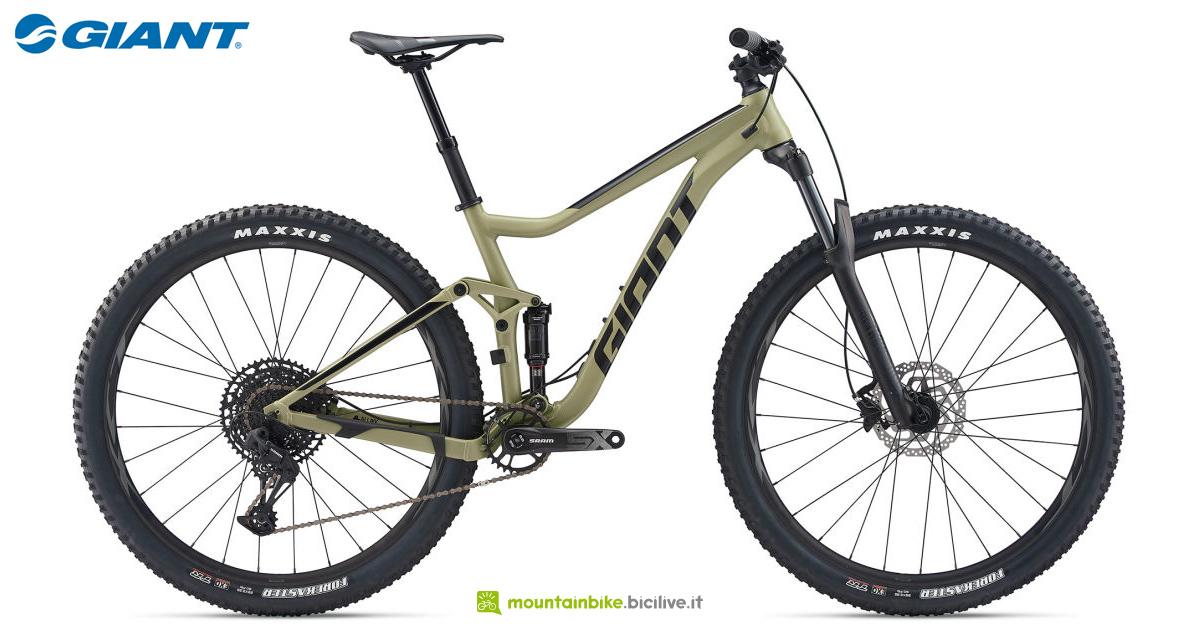 Una bicicletta Giant Stance 29 1 gamma 2020