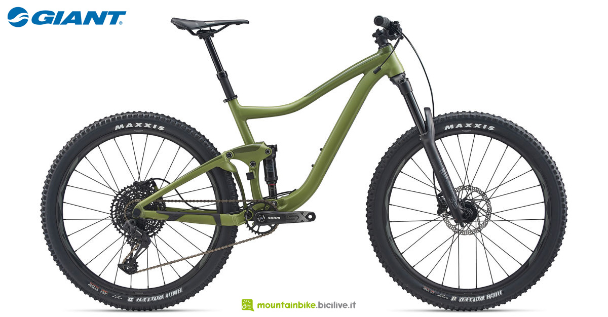 Una mountain bike full suspended Giant Trance 3 27.5 gamma 2020