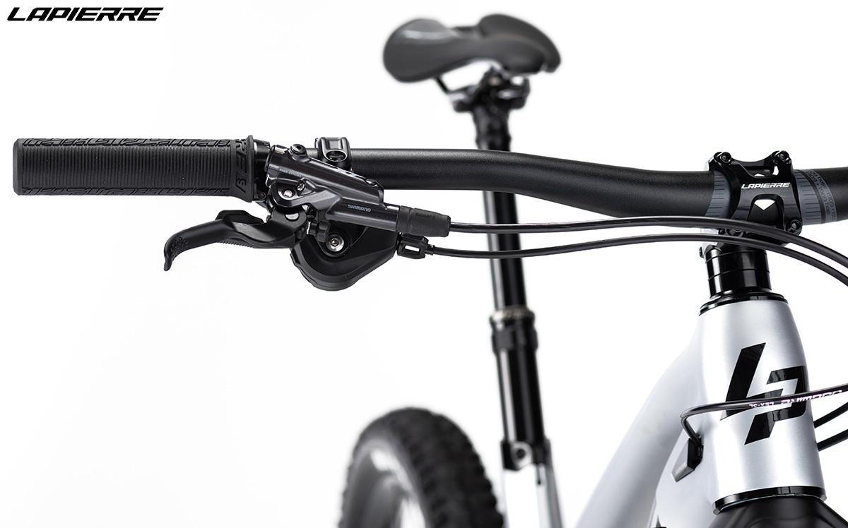 Una bici Lapierre Spicy Fit 8.0 con montato manubrio in alluminio LP 6061 DB da 780 mm 2020