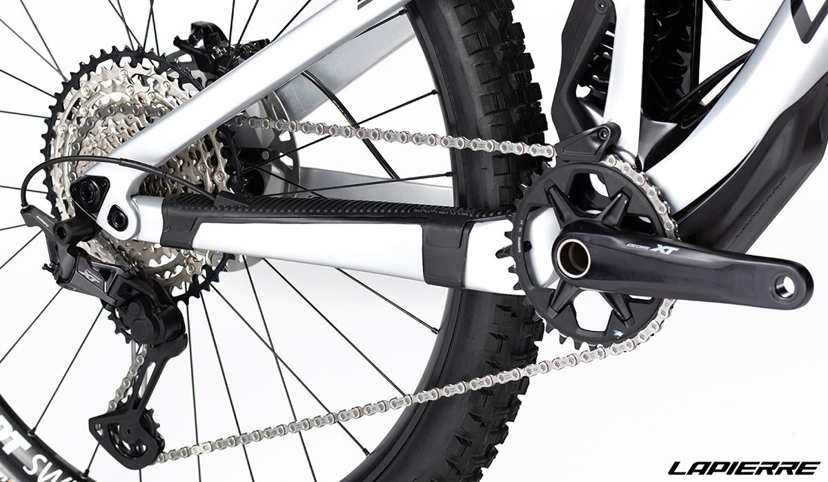Una bici Lapierre Spicy Fit 8.0 con montato cambio Shimano New XT SGS/SLX a 12 velocità 2020