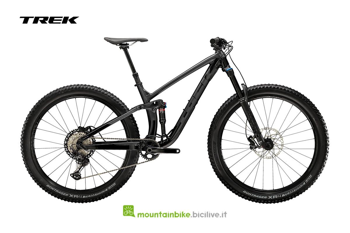 una bici Fuel EX 8 XT nera di profilo