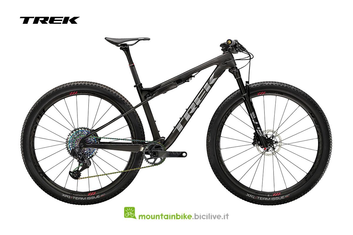 bici Supercaliber 9.9 AXS di profilo di colore grigio scuro con particolare metallizzato