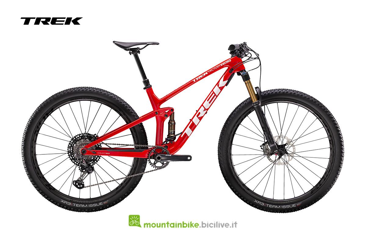 bicicletta Top Fuel 9.9 XTR rosso acceso con dettagli bianchi vista di lato