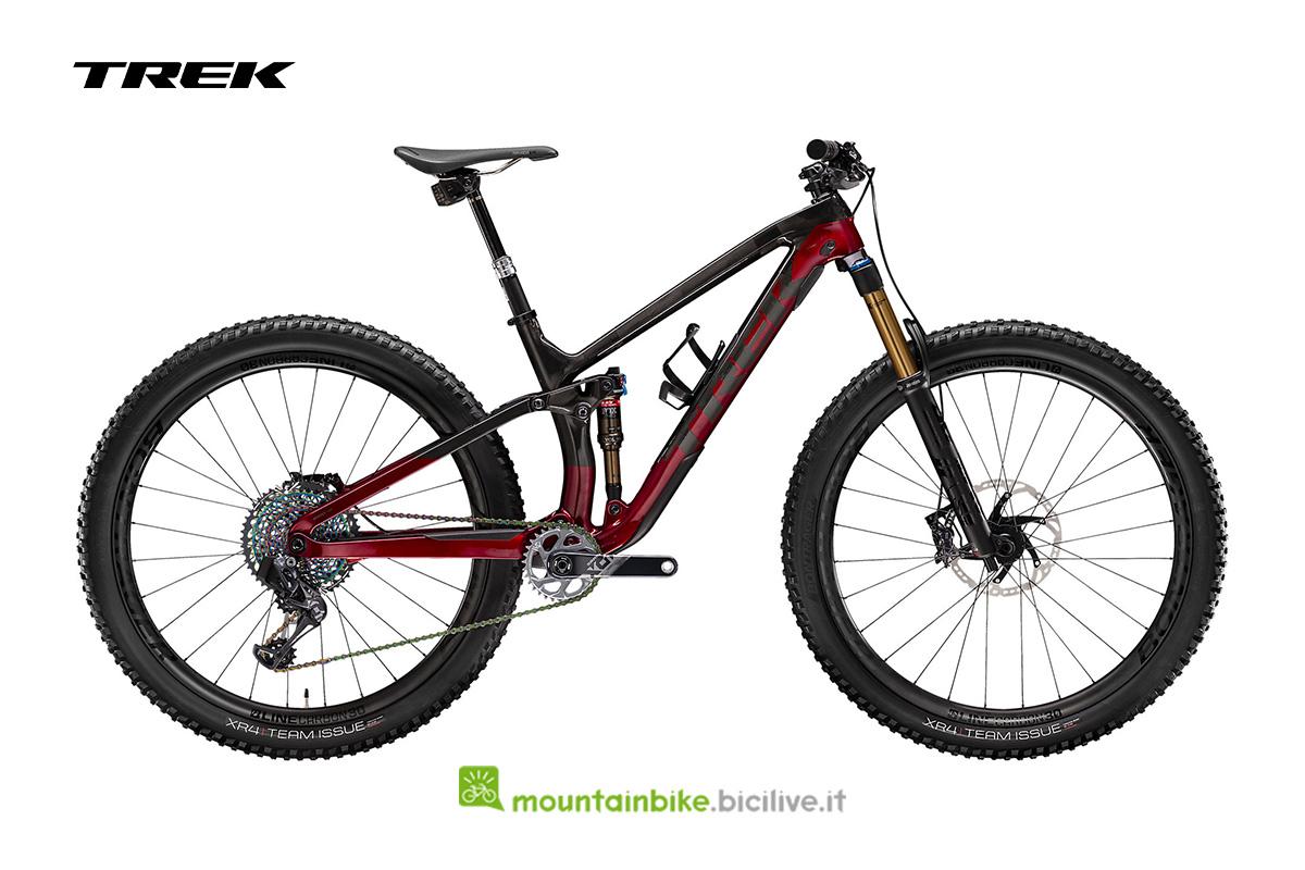 una bici Fuel EX 9.9 X01 AXS rosso scuro di profilo