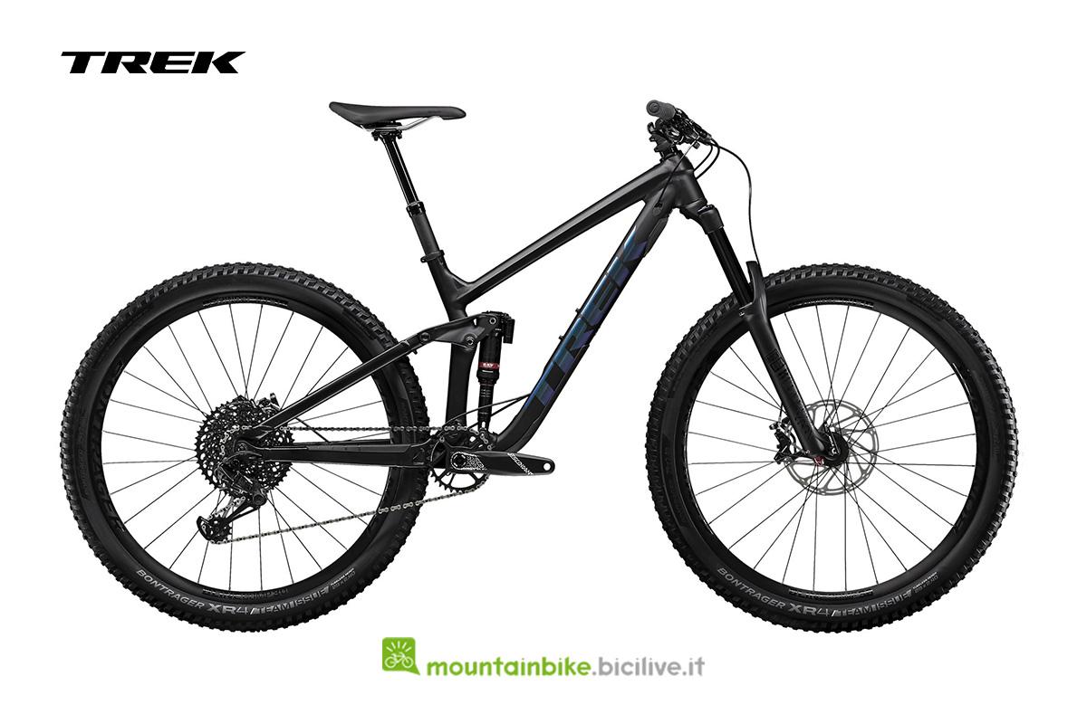 bicicletta Slash 8 29 nera con particolari scuri