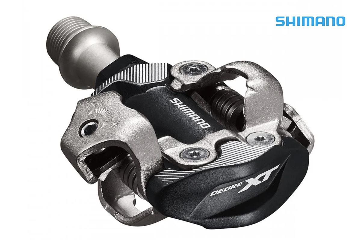 un pedale XT PD-M8100 shimano
