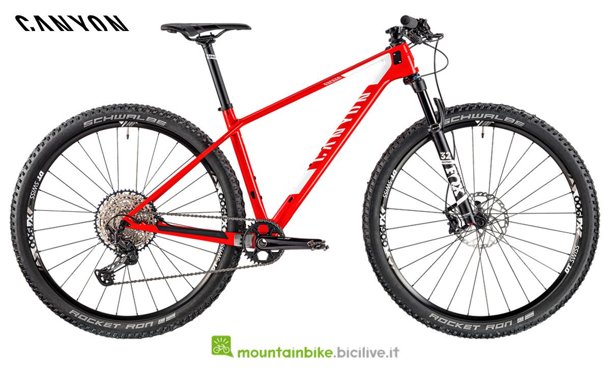 una bici canyon Exceed CF SL 6.0 vista di lato