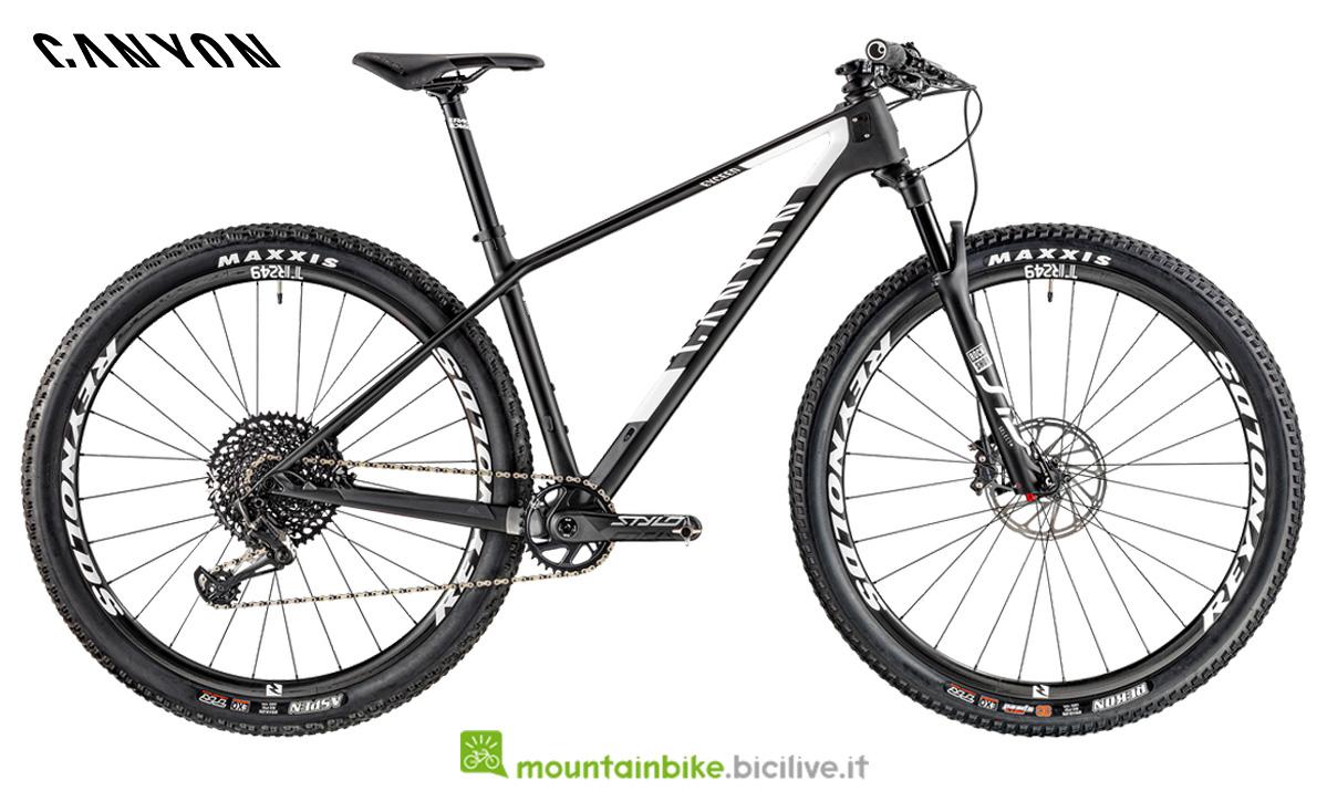 una bici canyon Exceed CF SL 8.0 di profilo