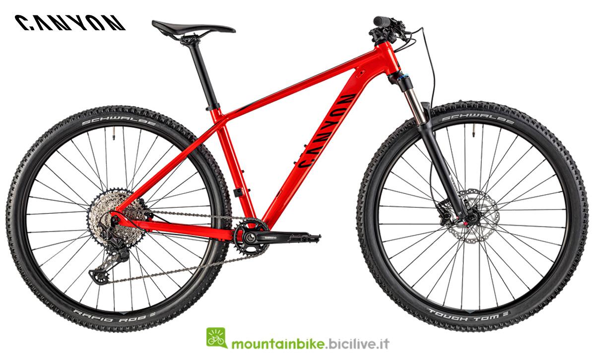 Una mountain bike Grand Canyon AL 6.0 di lato
