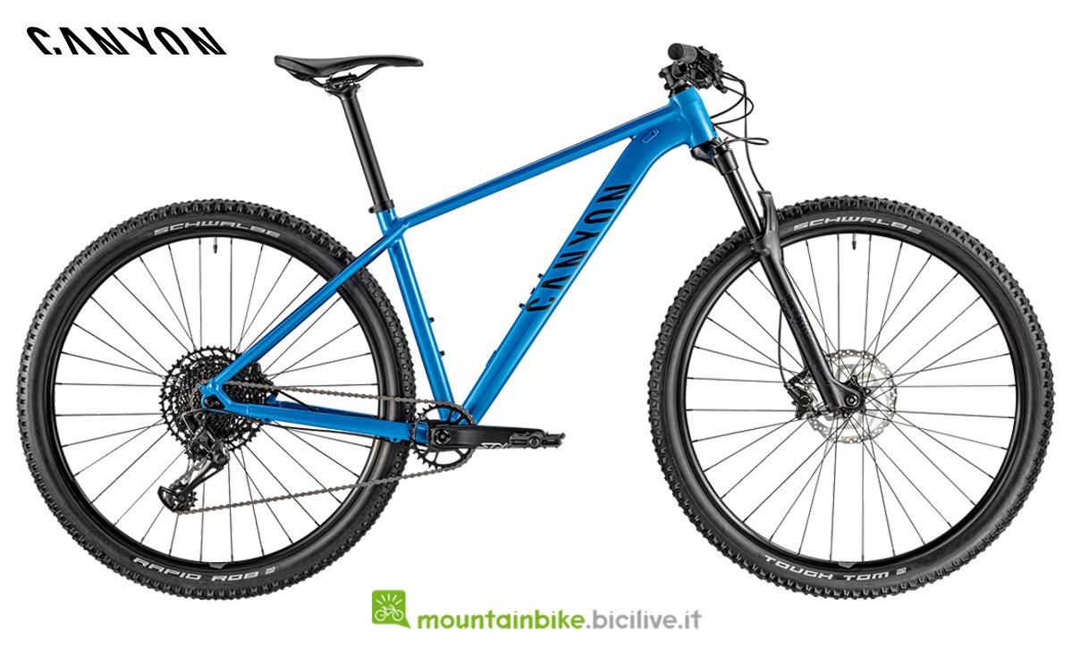 Una bicicletta Grand Canyon AL SL 7.0 di lato