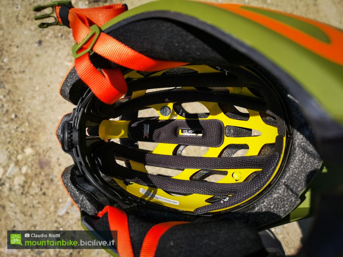 foto del sistema mips del casco lazer revolution ff
