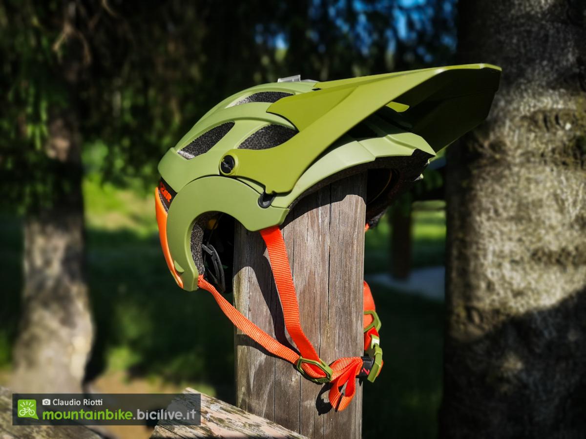 foto del casco aperto lazer revolution ff mips