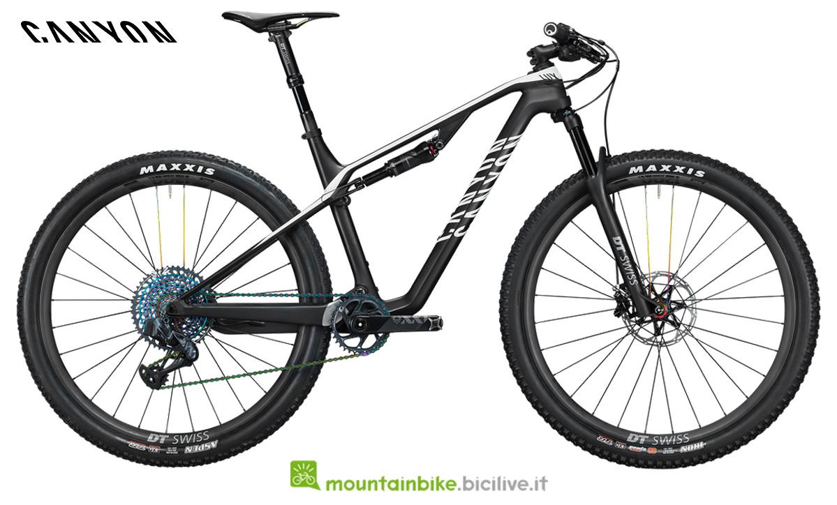 una bici Lux CF SLX 9.0 DT LTD di profilo