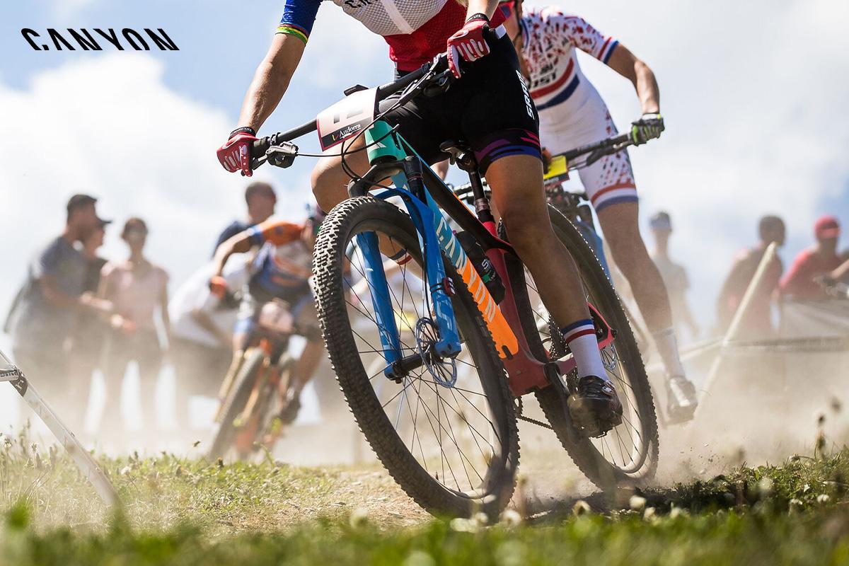 Una mountain bike della gamma 2020 di Canyon in azione